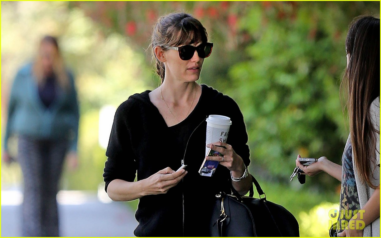 jennifer garner theres a haze of denial about sunscreen 023127932