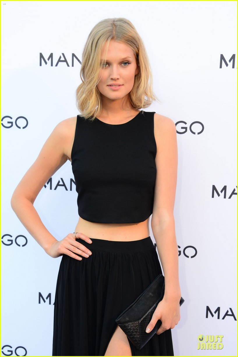 toni garrn legs for days at mango fashion show 09