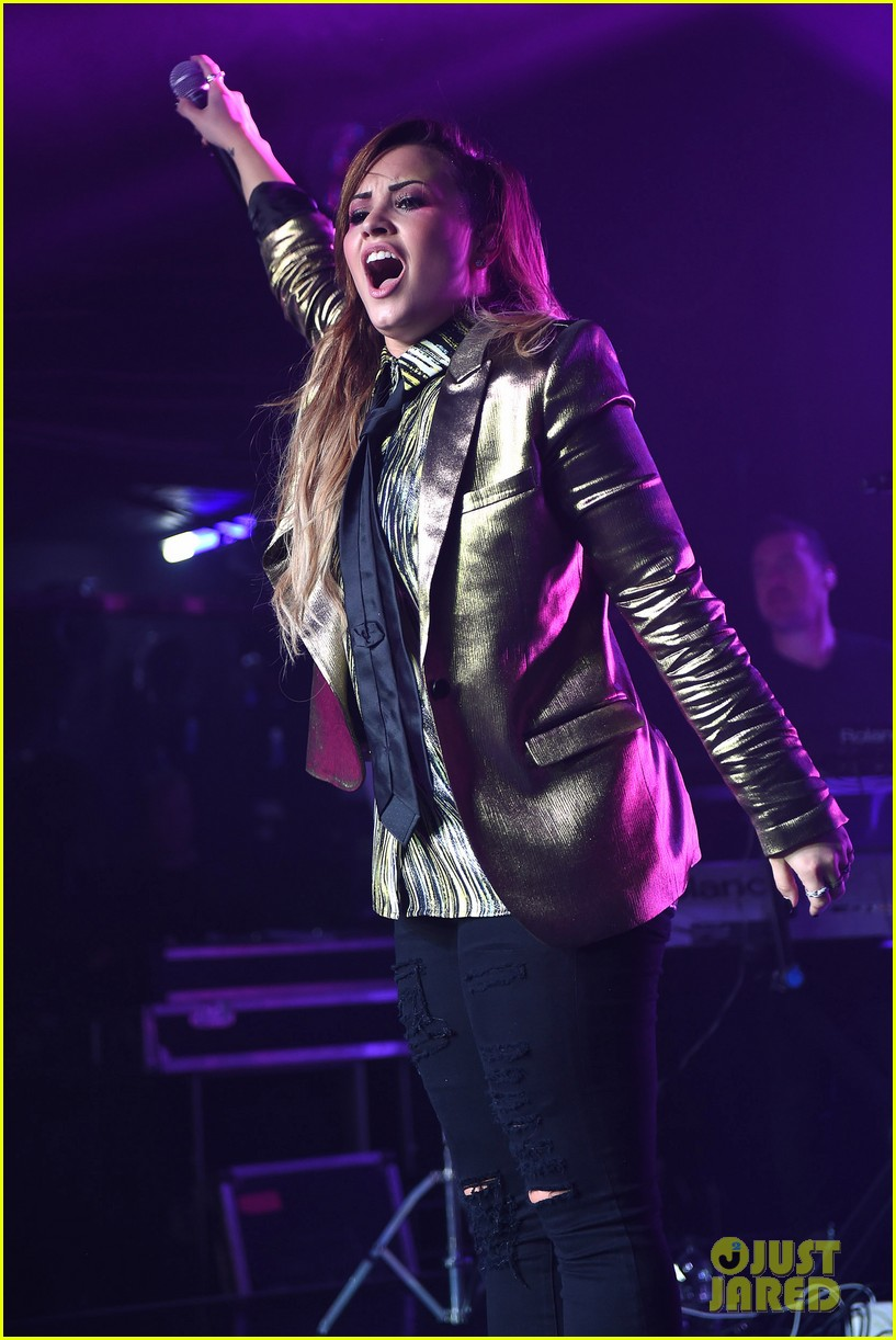 demi lovato london gay performance 11