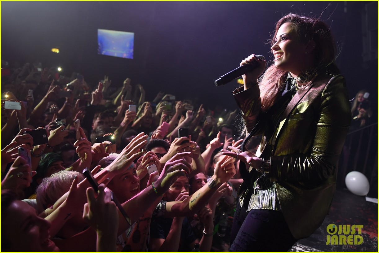 demi lovato london gay performance 233125978