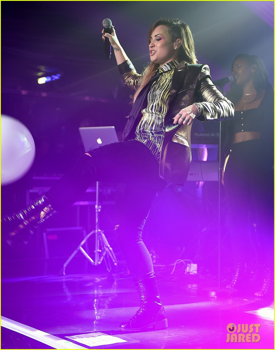demi lovato london gay performance 27