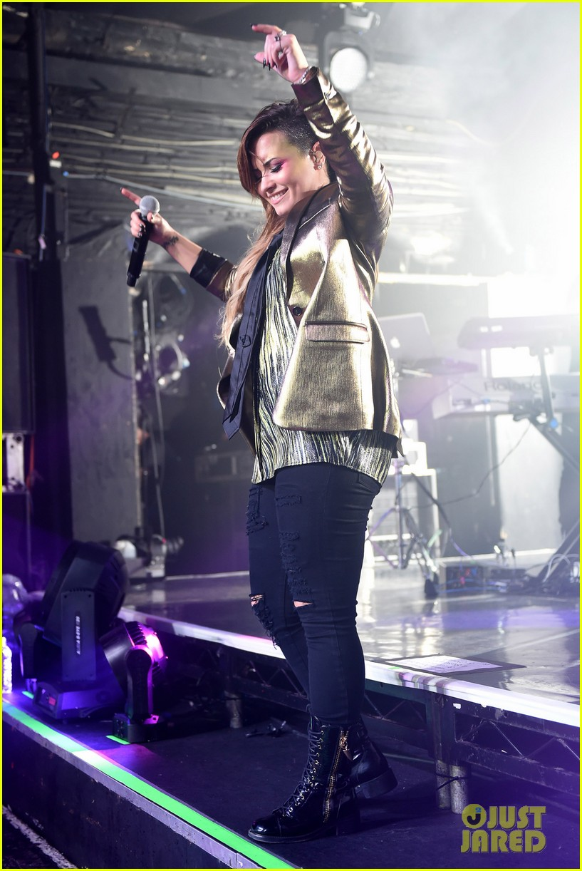 demi lovato london gay performance 28