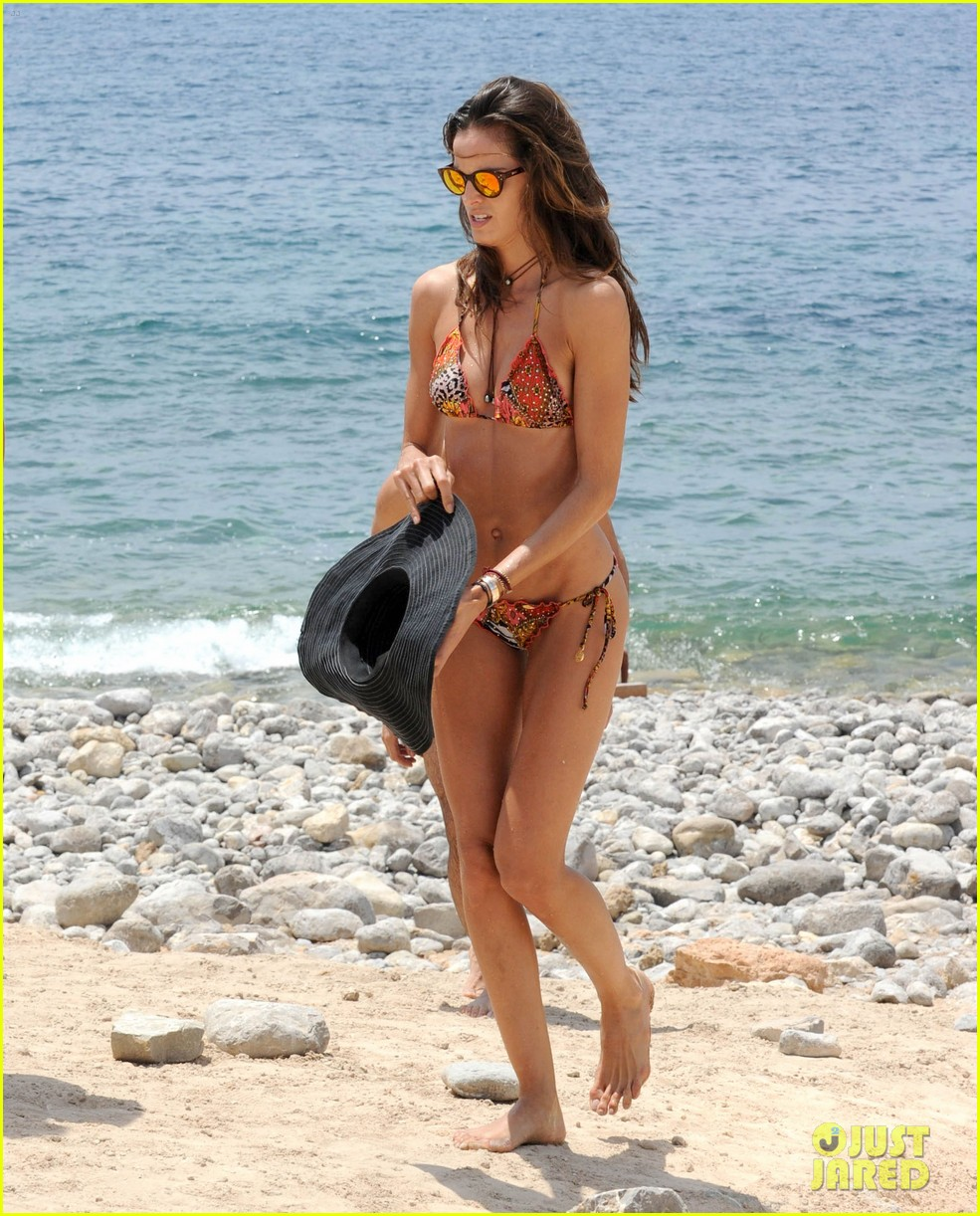 izabel goulart rocks bikini on vacation 063142543