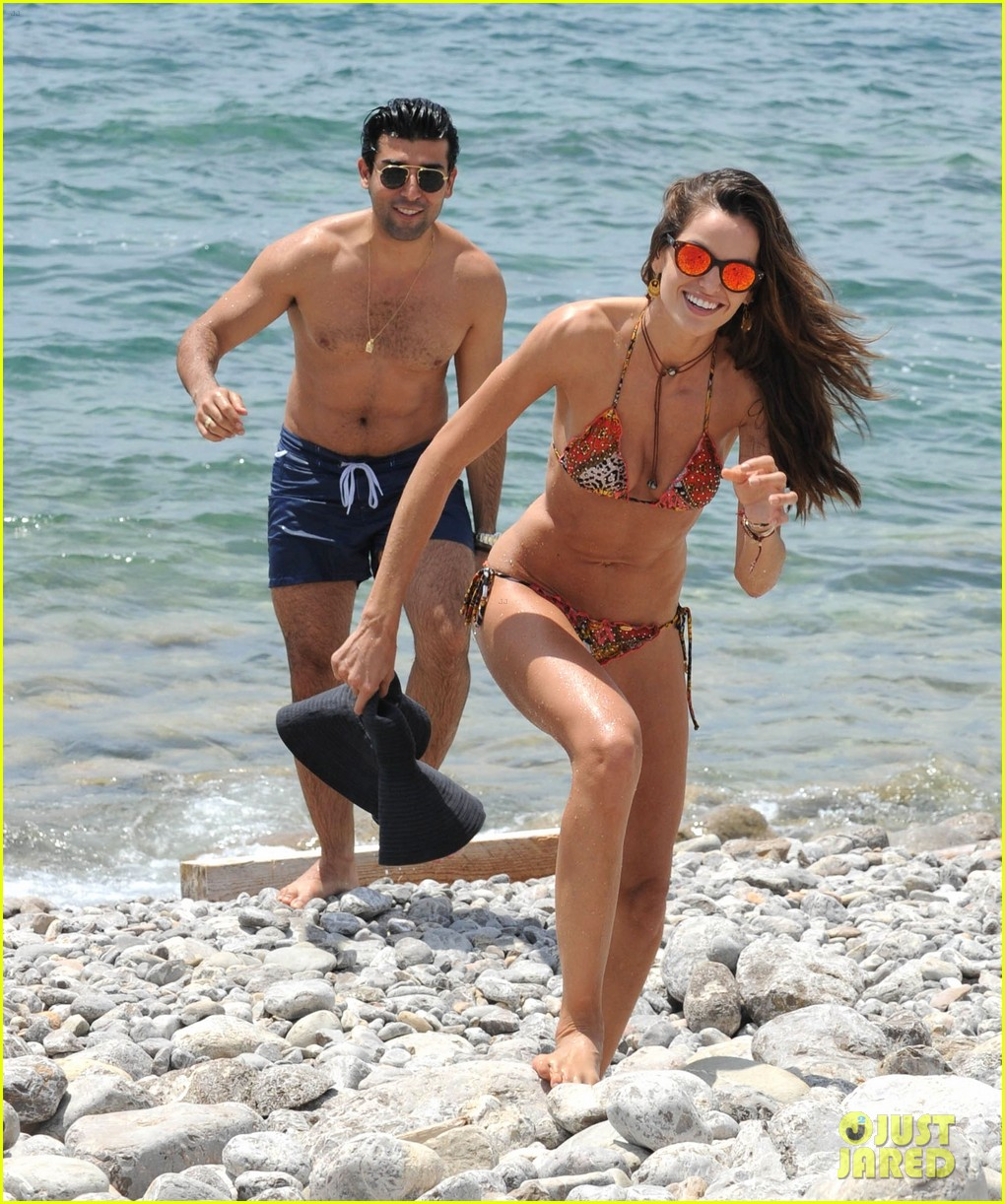izabel goulart rocks bikini on vacation 093142546
