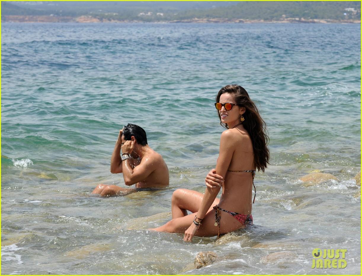 izabel goulart rocks bikini on vacation 13