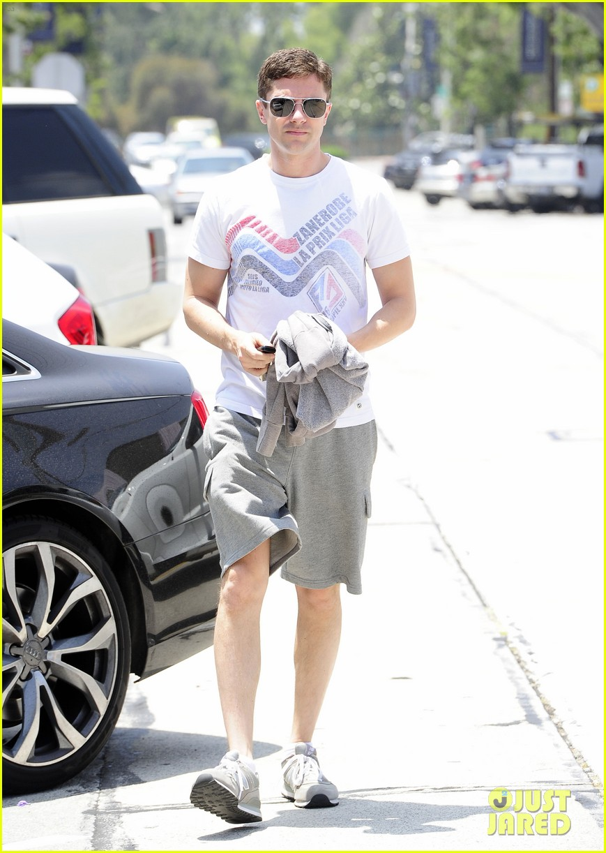 topher grace makes one fans day at the gym 01