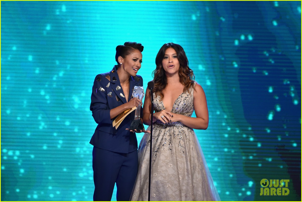 kat graham gina rodriguez critics choice tv awards 2014 23