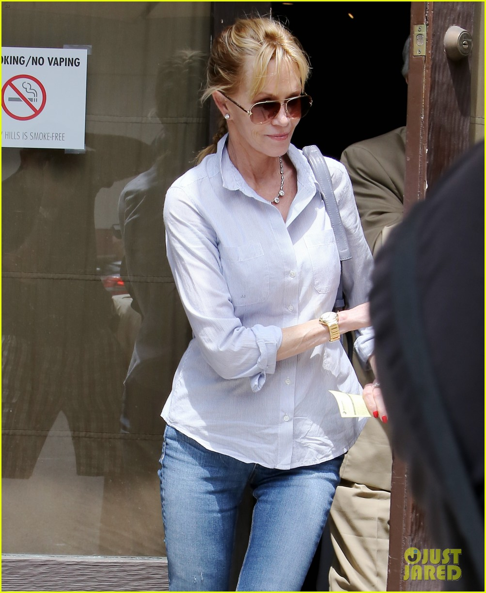 melanie griffith greets pippin hottie kyle dean massey 05
