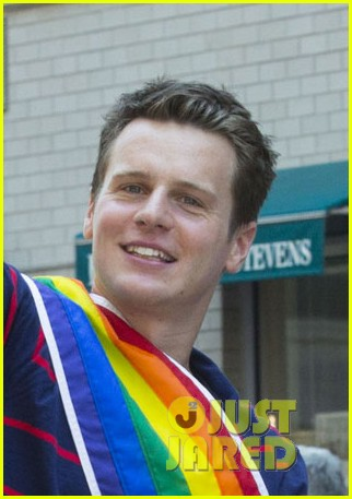 jonathan groff nyc gay pride parade coming out 043146151
