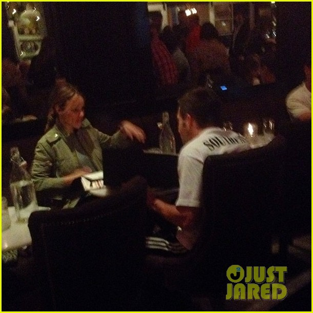 jake gyllenhall rachel mcadams grab dinner together