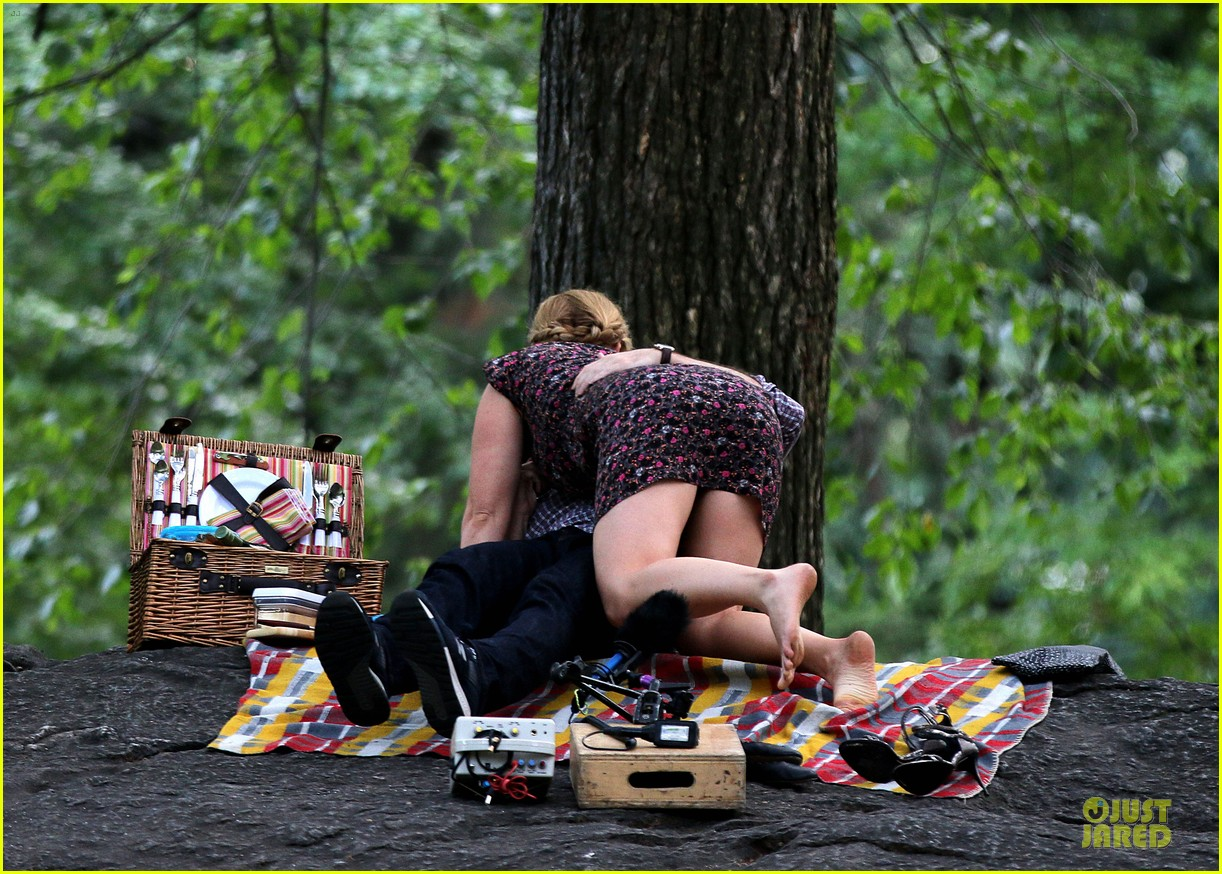 bill hader amy schumer kissing in central park 06