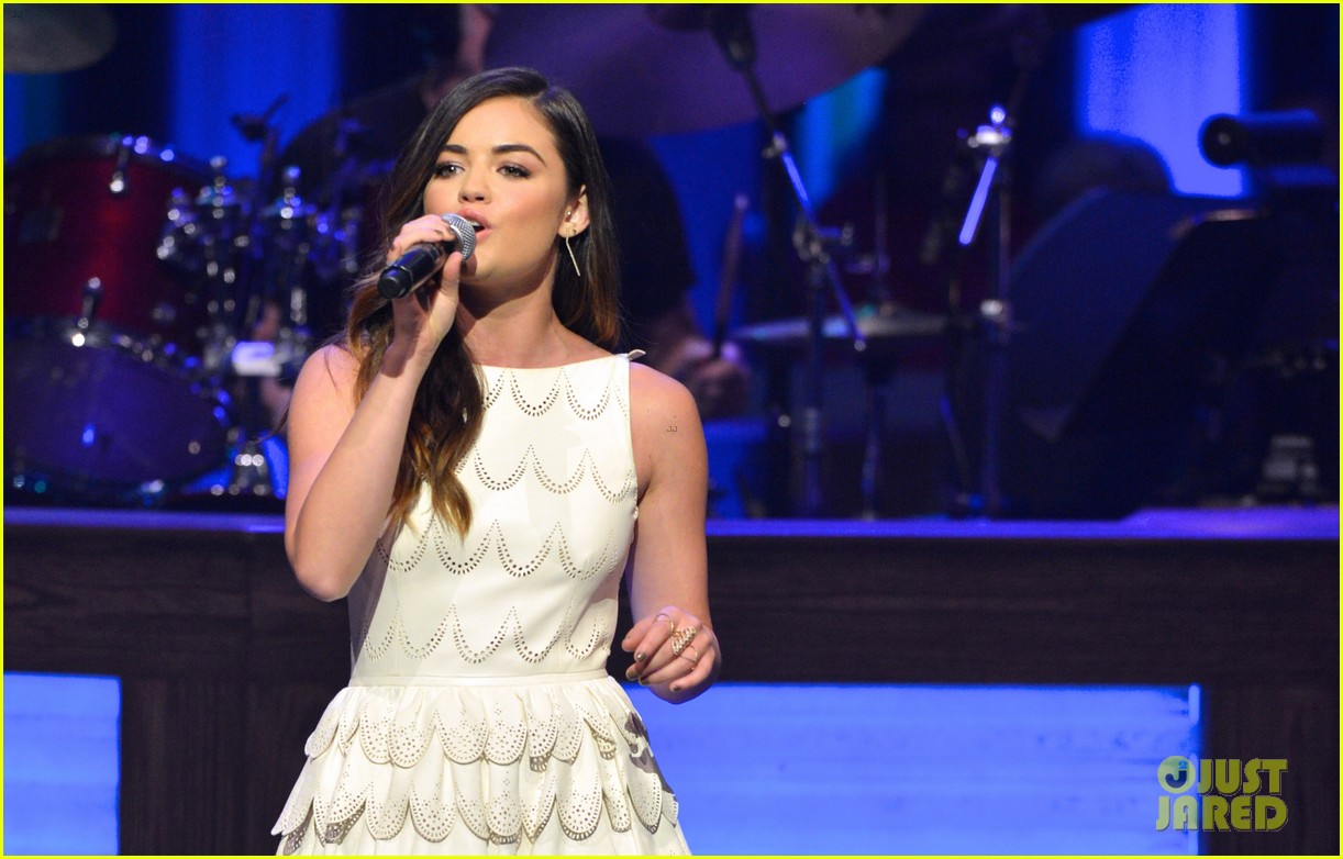 lucy hale makes her grand ole opry debut 173141077