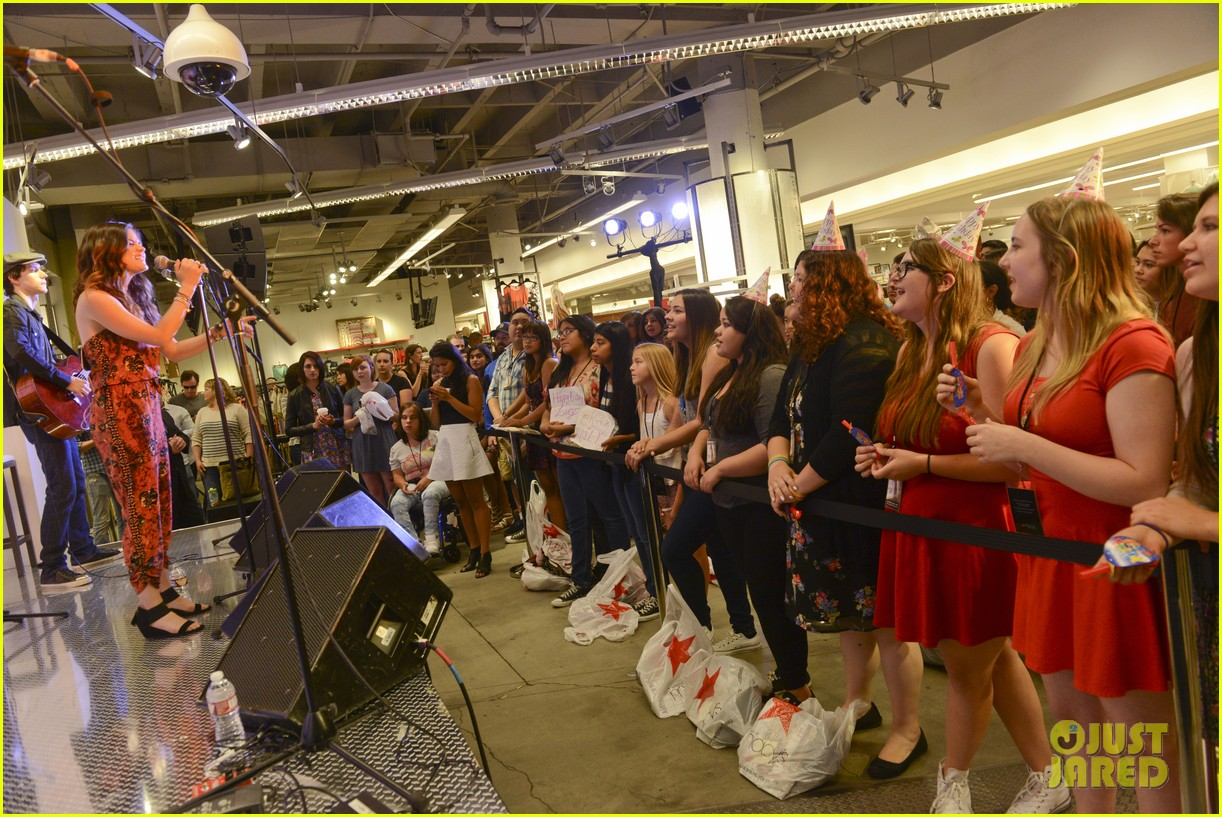 lucy hale all access mall meet up 23