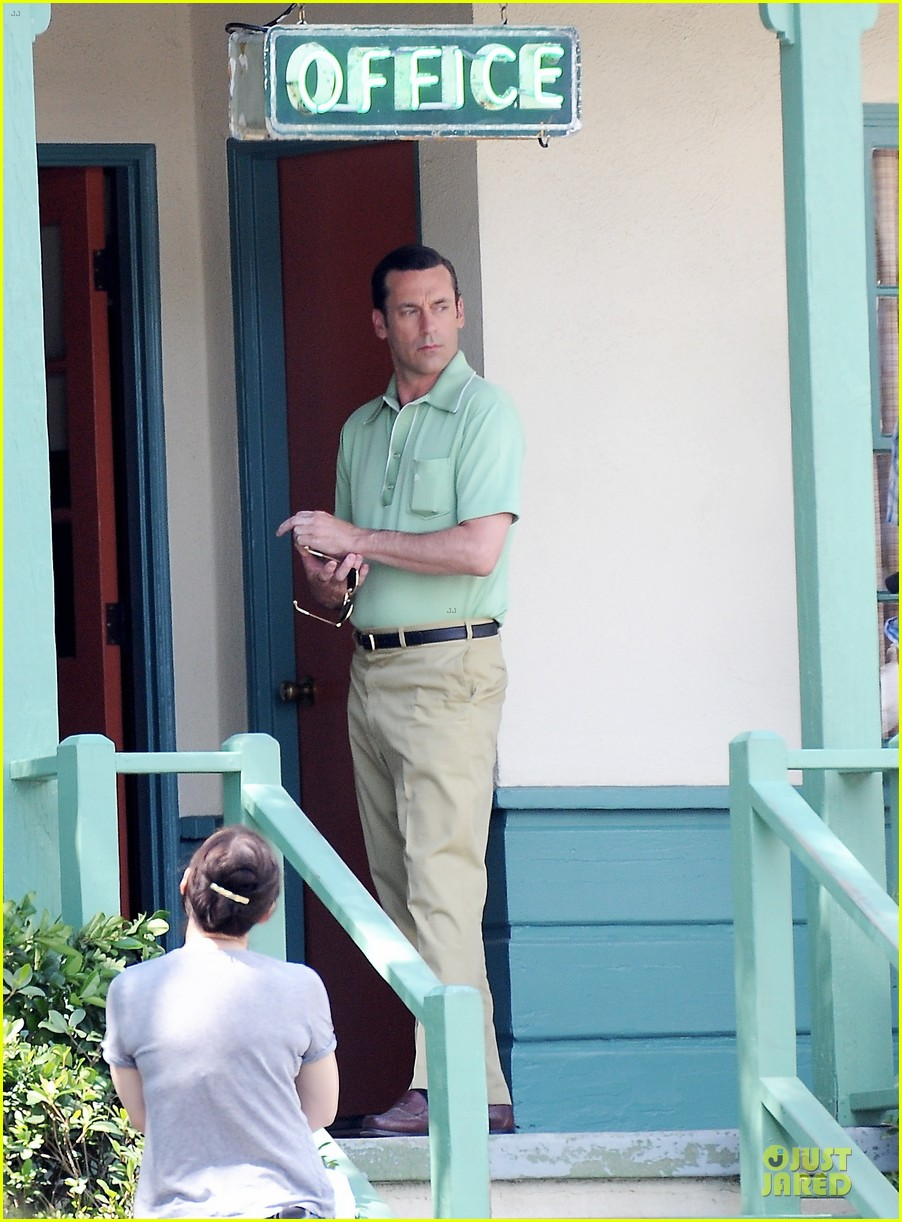 jon hamm showcases vocals at baseball game 013137022