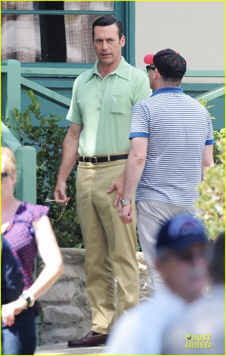 jon hamm showcases vocals at baseball game 053137026