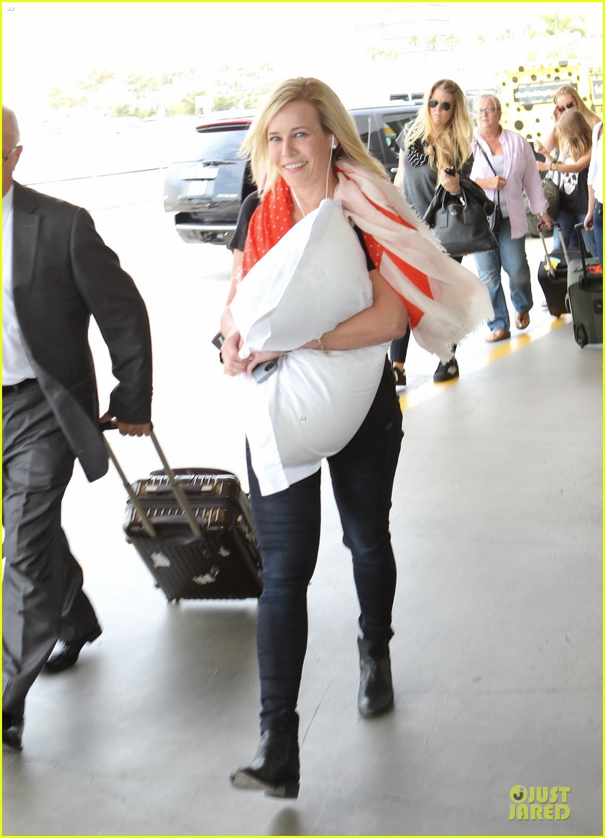 chelsea handler lax departure as comfy as possible 07