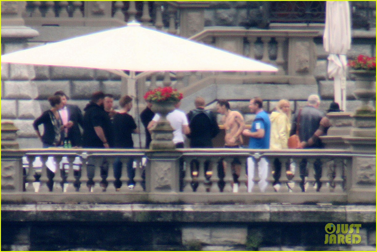 harry styles jumps into lake como 14