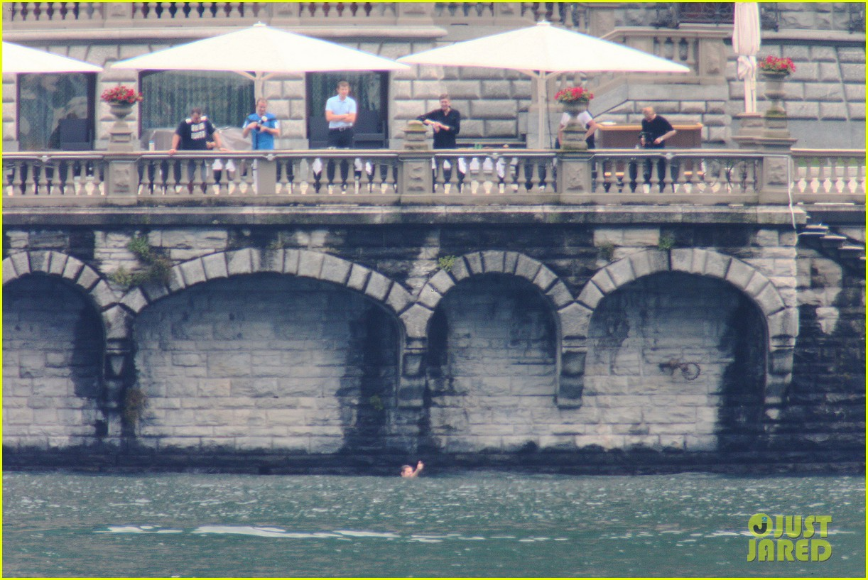 harry styles jumps into lake como 16