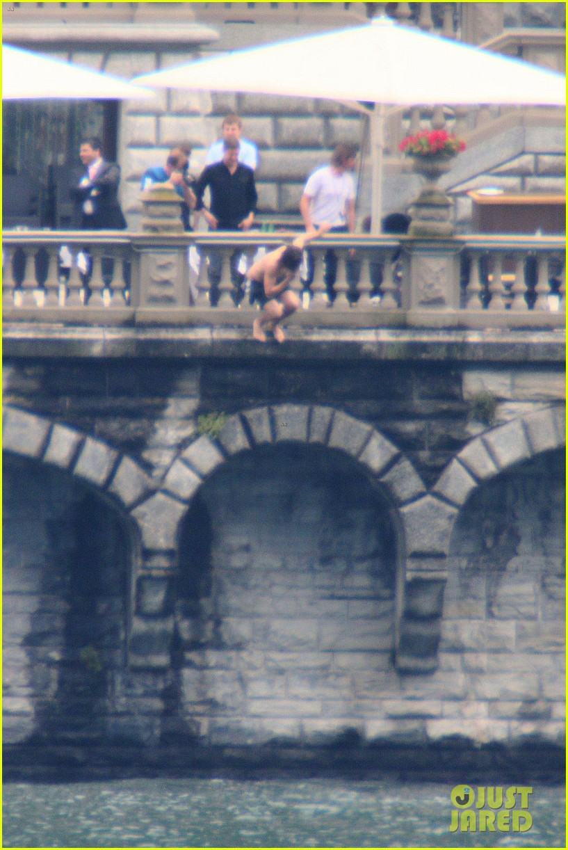 harry styles jumps into lake como 19
