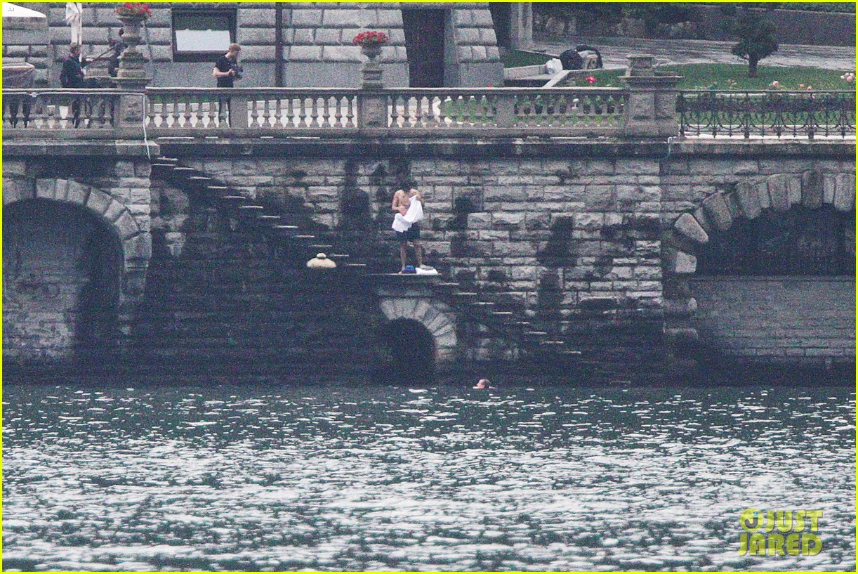 harry styles jumps into lake como 28