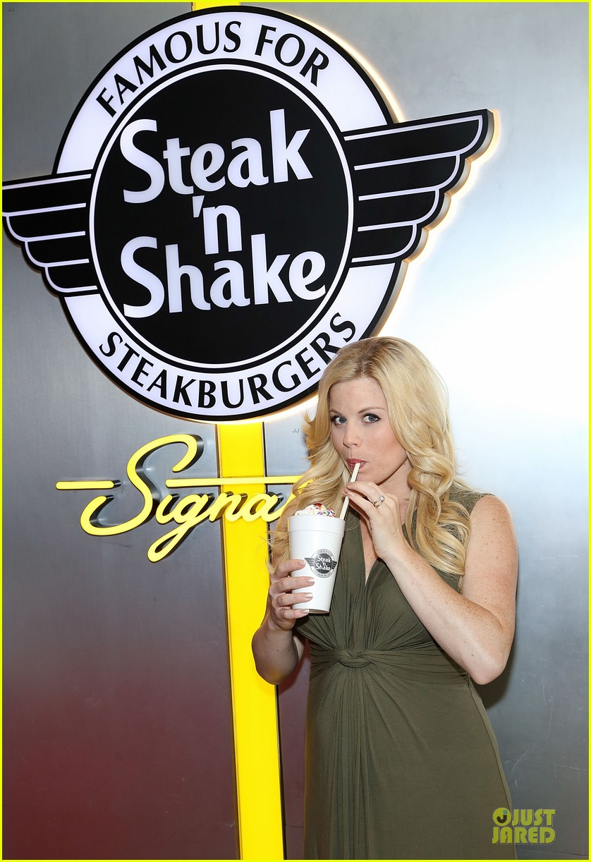 megan hilty steak n shake anniversary 02