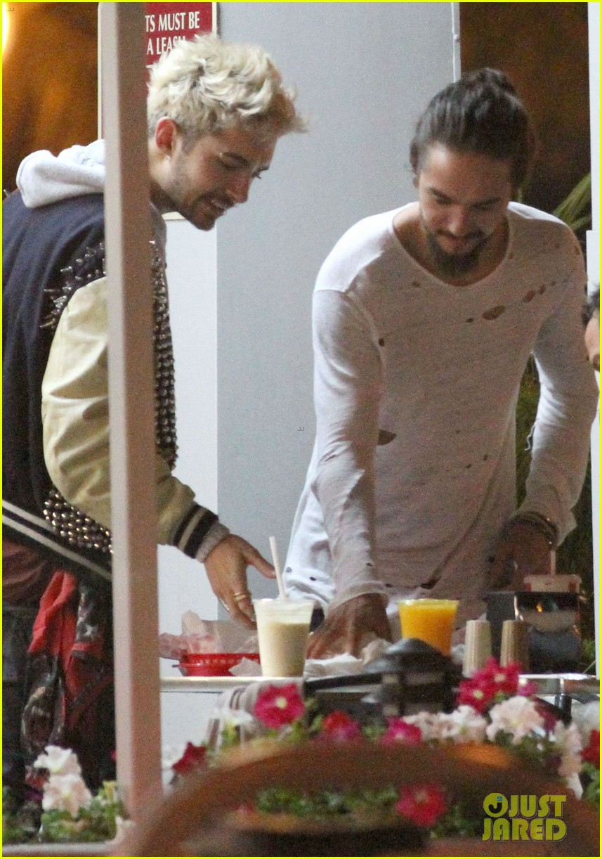 tokio hotel tom bill kaulitz grab astro burger together 04