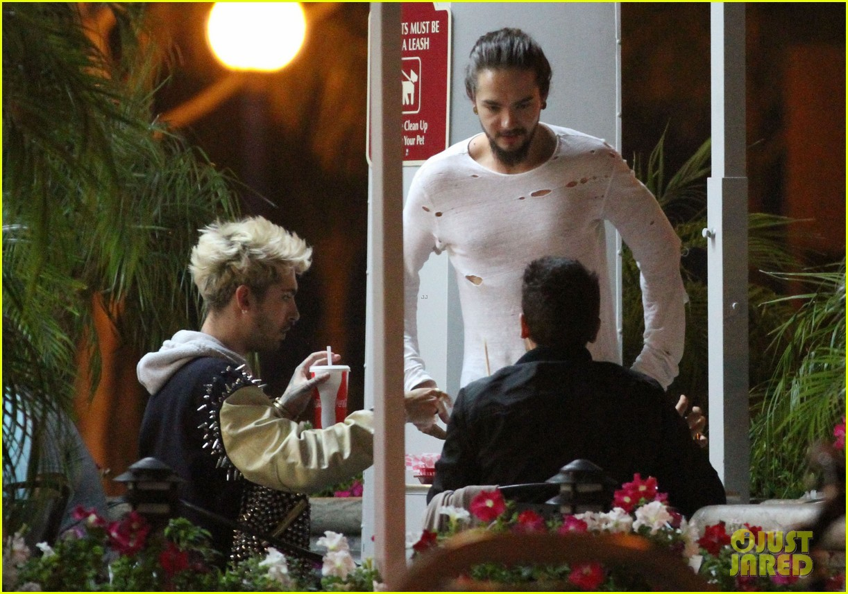 tokio hotel tom bill kaulitz grab astro burger together 06