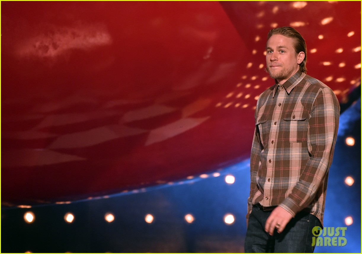charlie hunnam mark wahlberg guys choice awards 2014 103130880