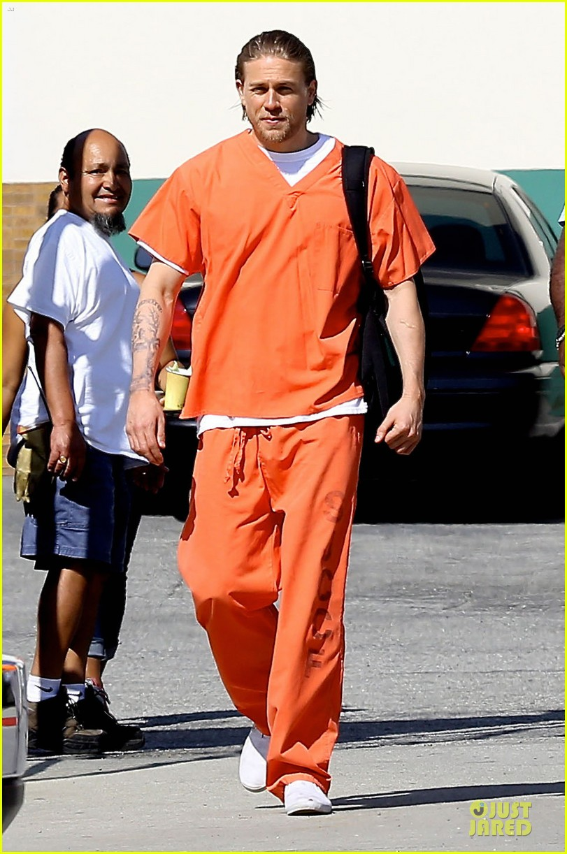 charlie hunnam gets released from jail 01