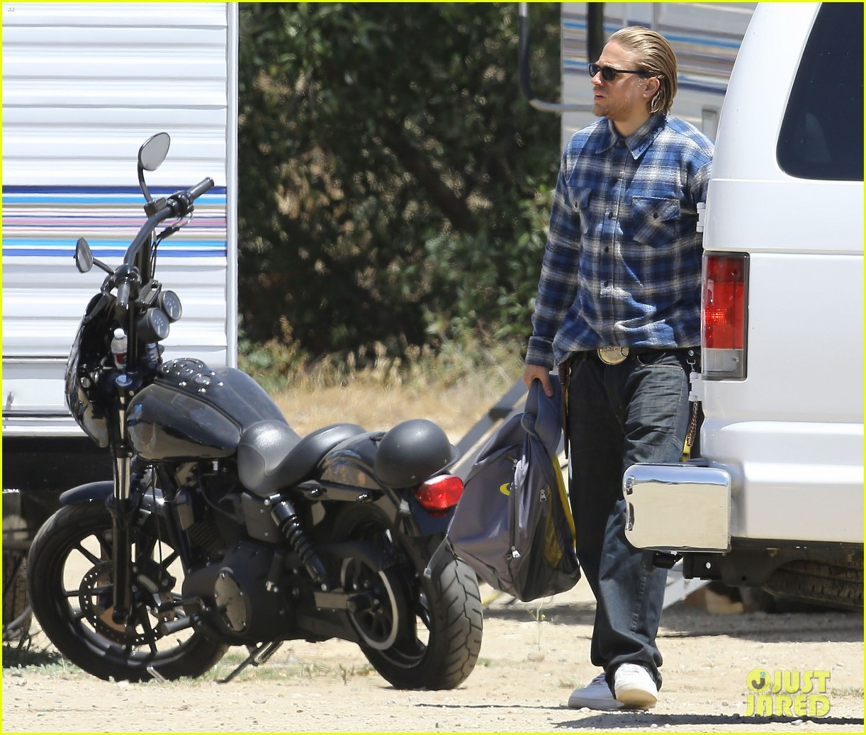 charlie hunnam pacific rim 2 might happen 06