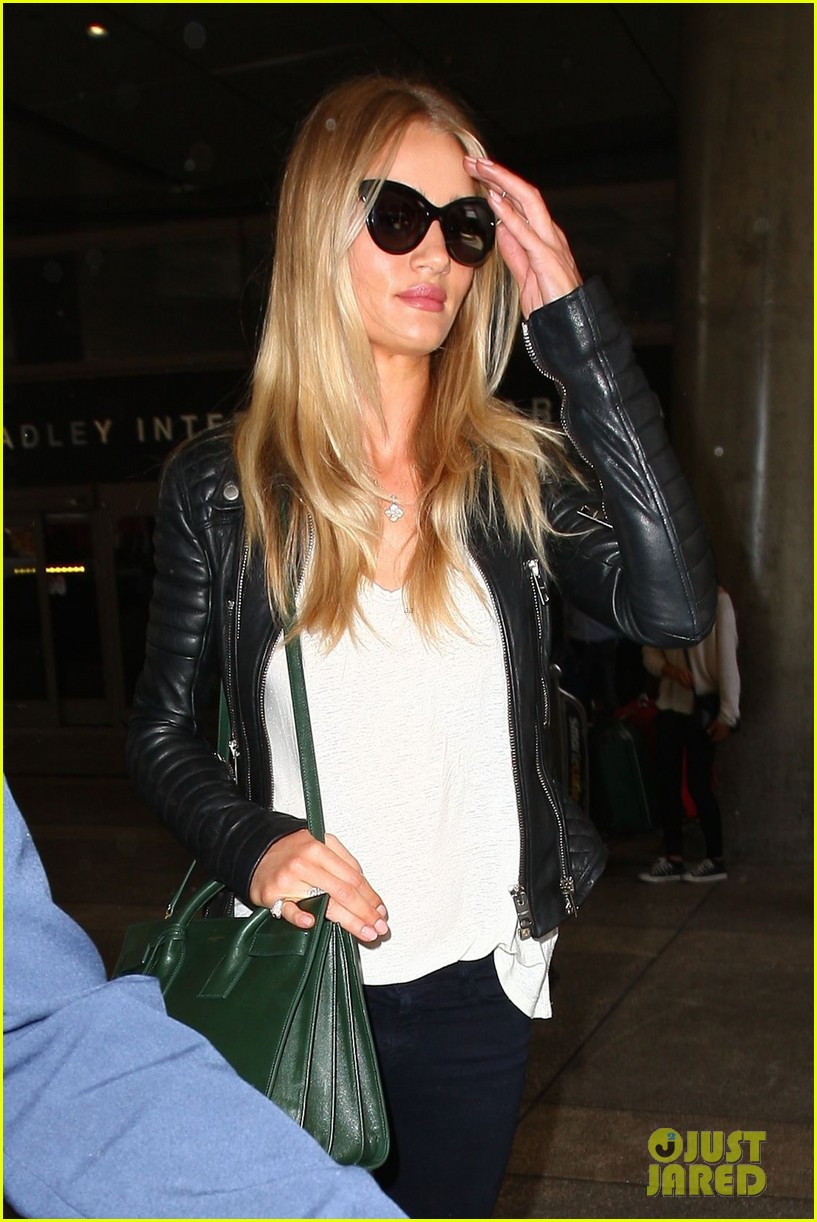 rosie huntington whiteley gives blessing to nicola peltz 023144246