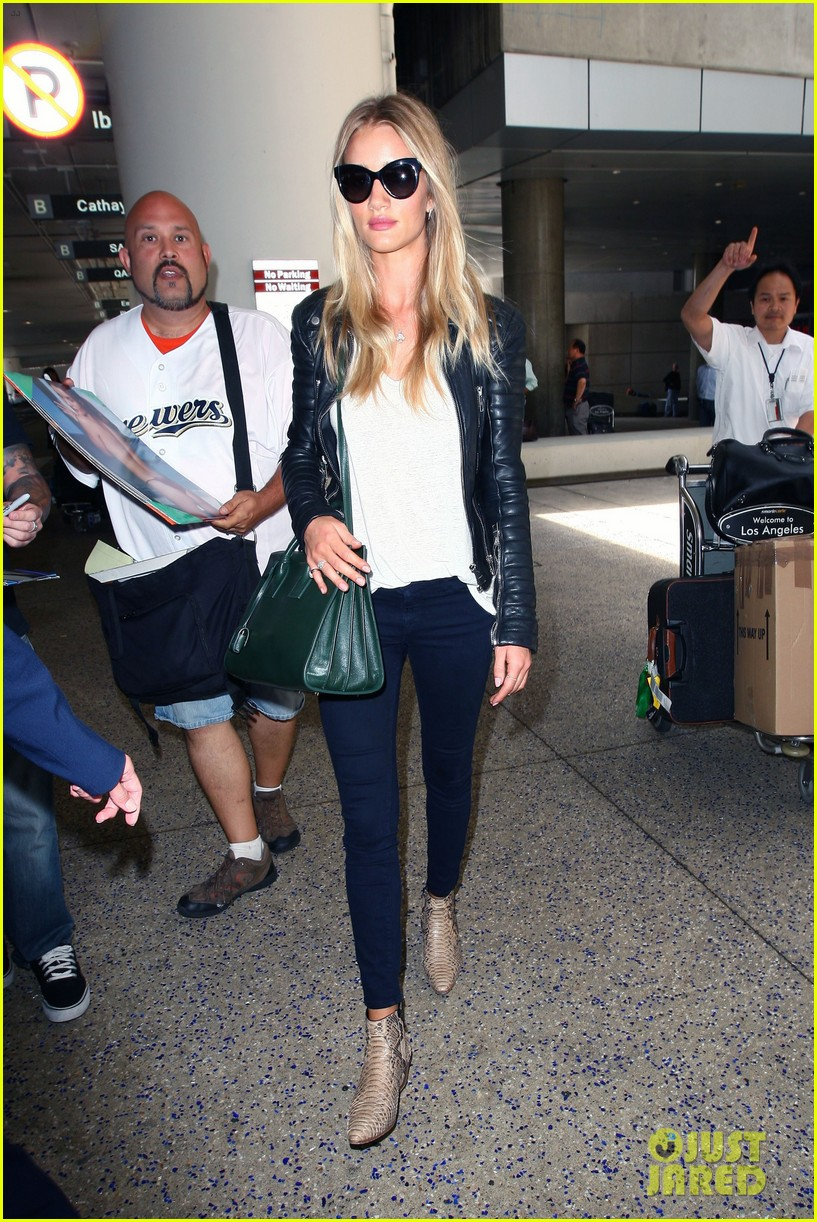 rosie huntington whiteley gives blessing to nicola peltz 11
