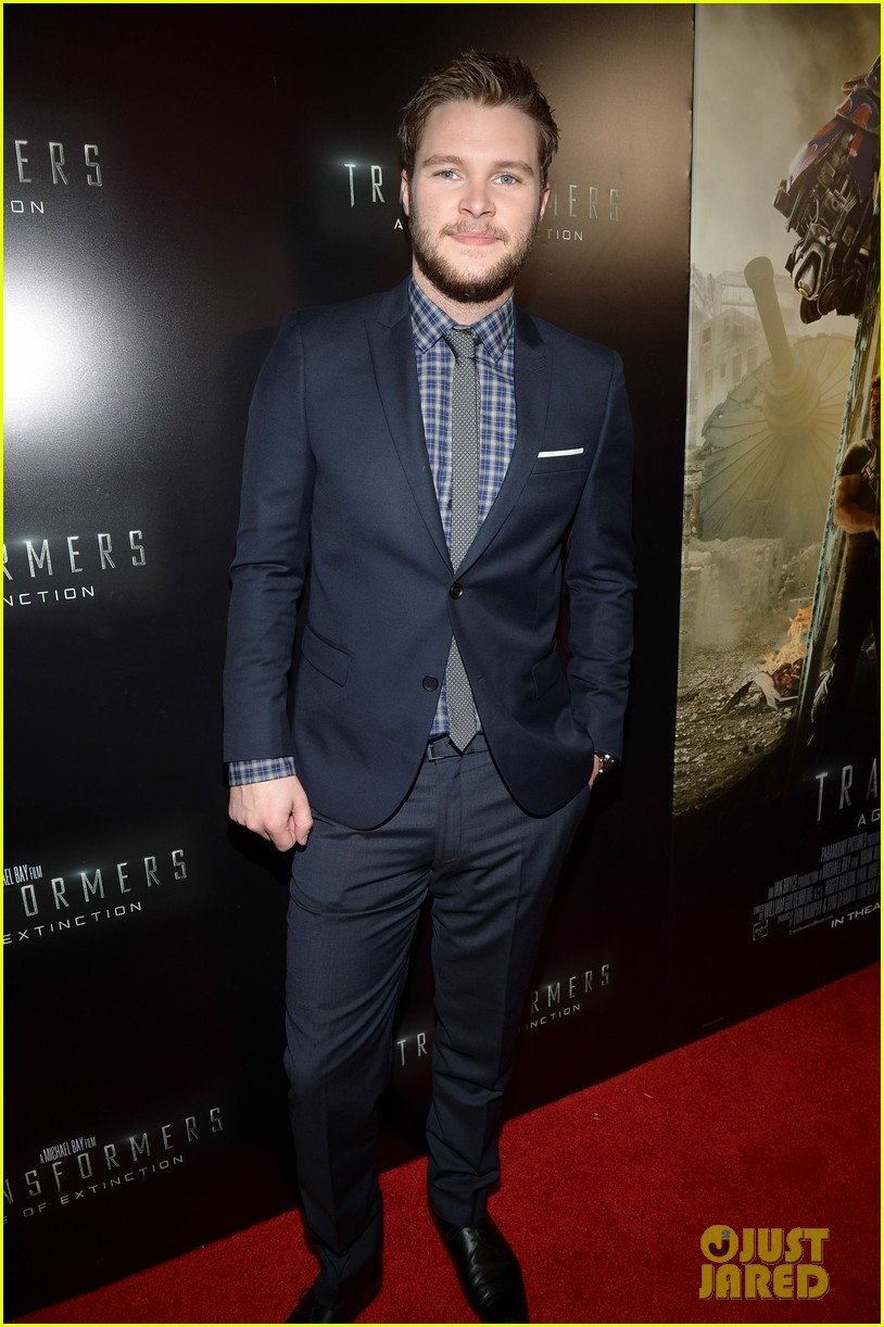 jack reynor brings his fiancee to transformers 4 miami screening 07