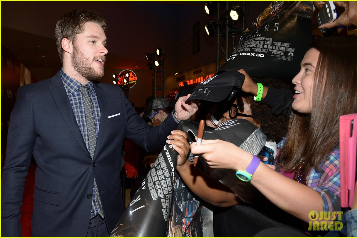 jack reynor brings his fiancee to transformers 4 miami screening 083144638