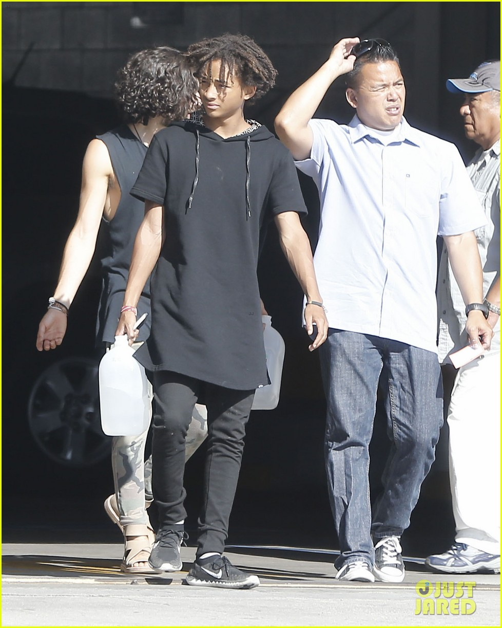 jaden smith gallon water shopping friends 06