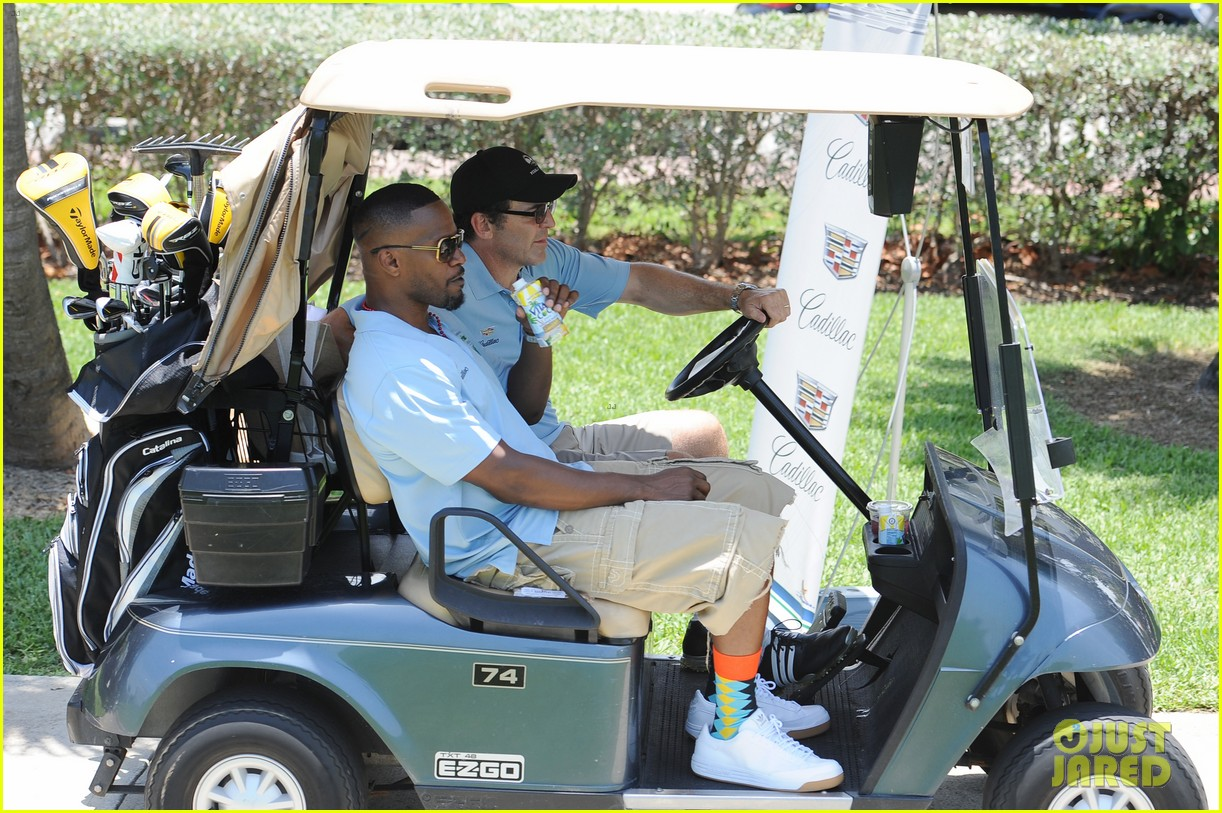 jamie fox dwyane wade celebrity golf tournament miami 03