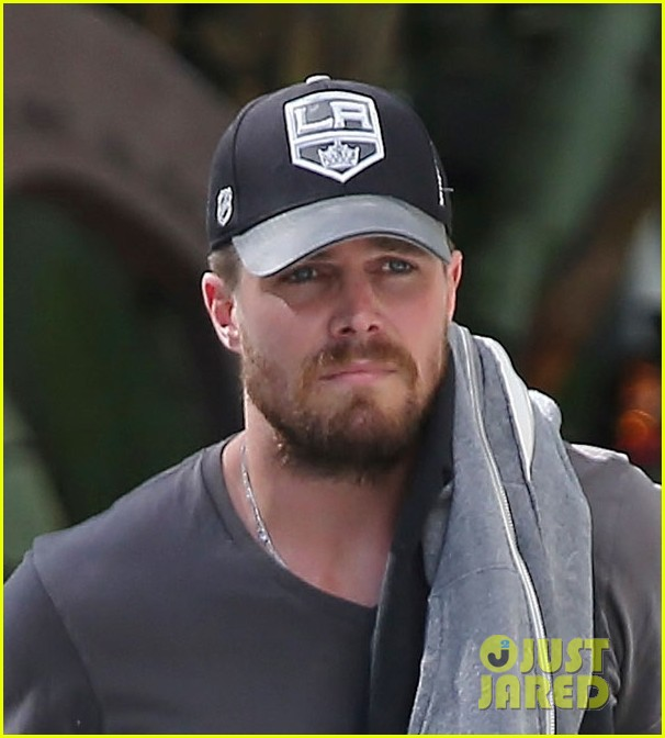 stephen amell kings game wife cassandra 013135423