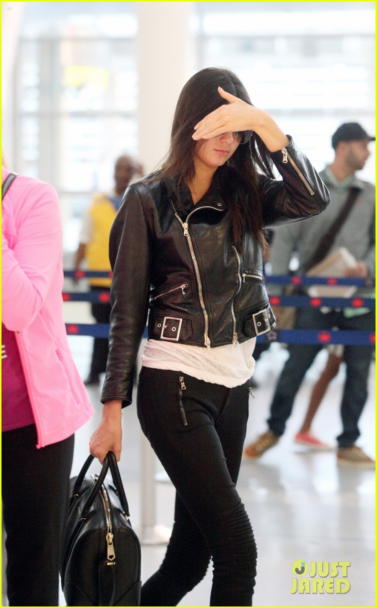 kendall kylie jenner pearson airport 043136638