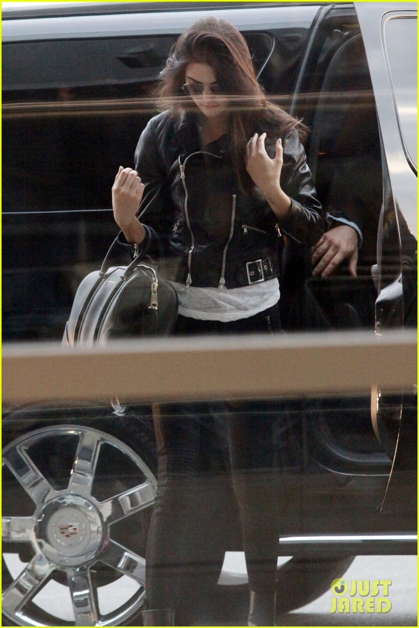 kendall kylie jenner pearson airport 053136639