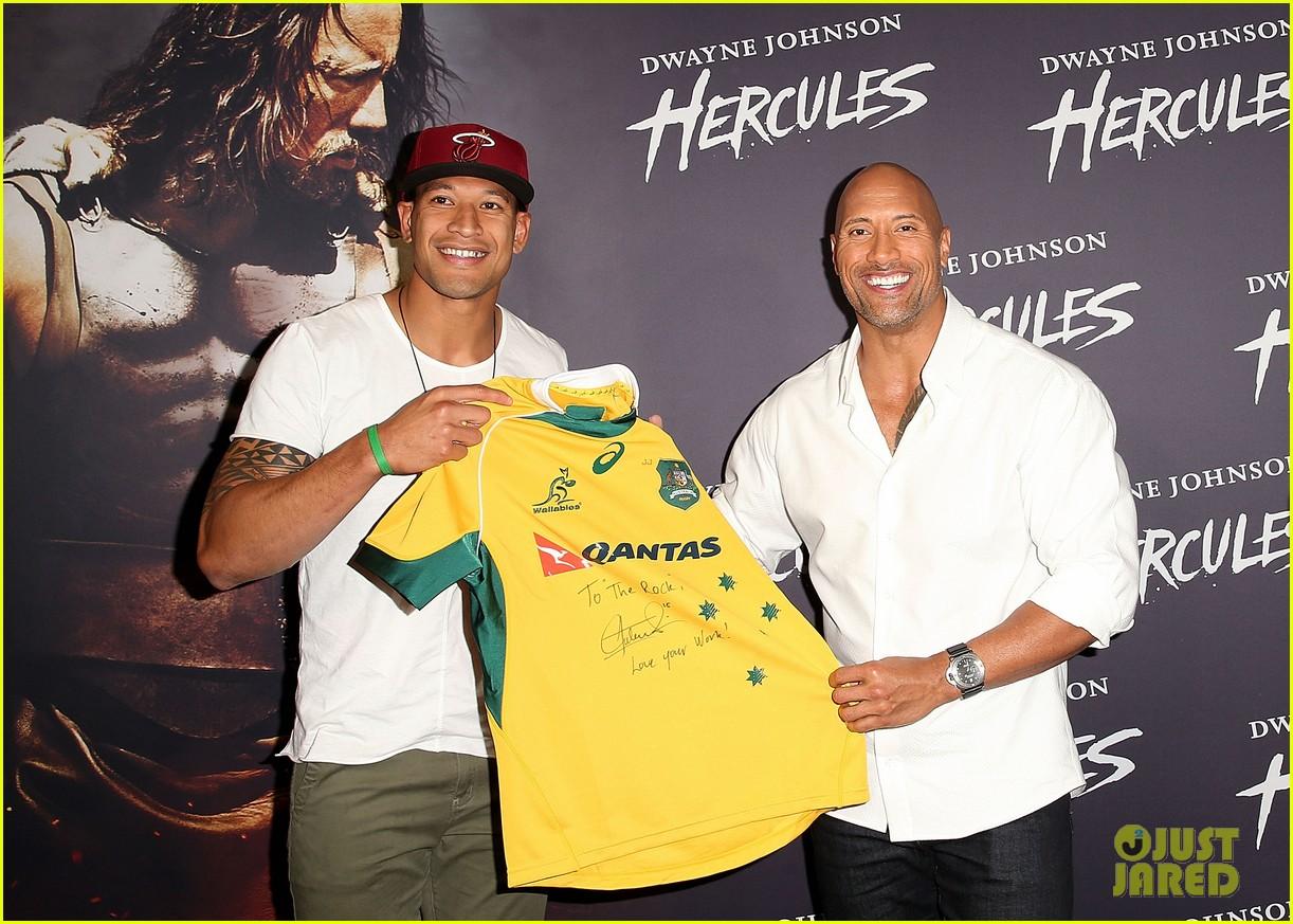 dwyane johnson presented with wallabies jersey at australian hercules screening 04