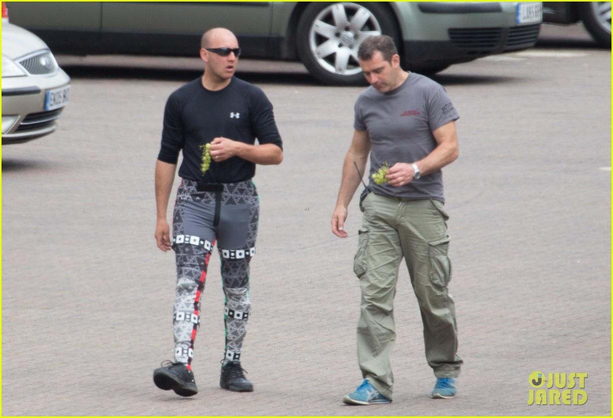 aaron taylor johnson elizabeth olsen avengers stunt doubles 07