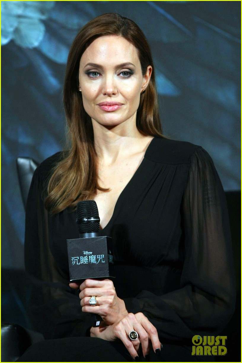 angelina jolie brings maleficent to china 093127248