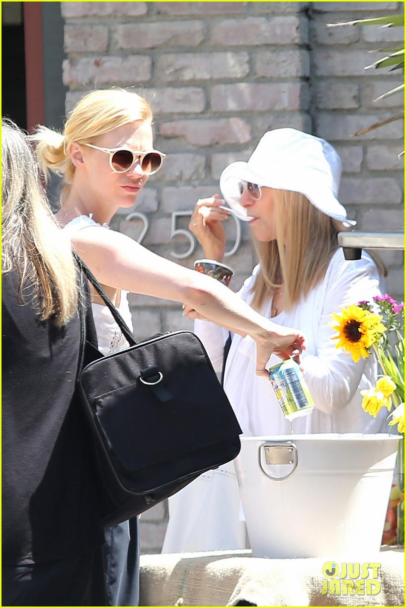 january jones barbra streisand lunch date pairing 013136573