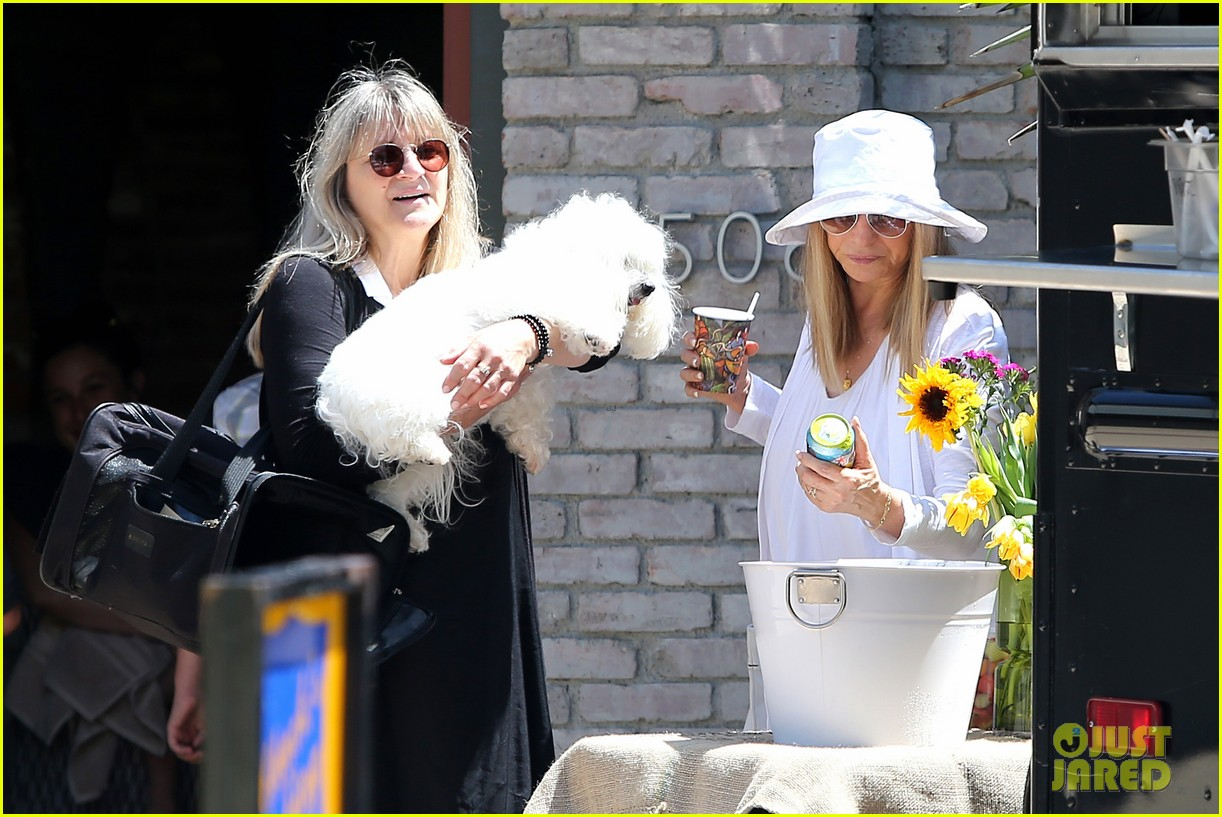 january jones barbra streisand lunch date pairing 093136581