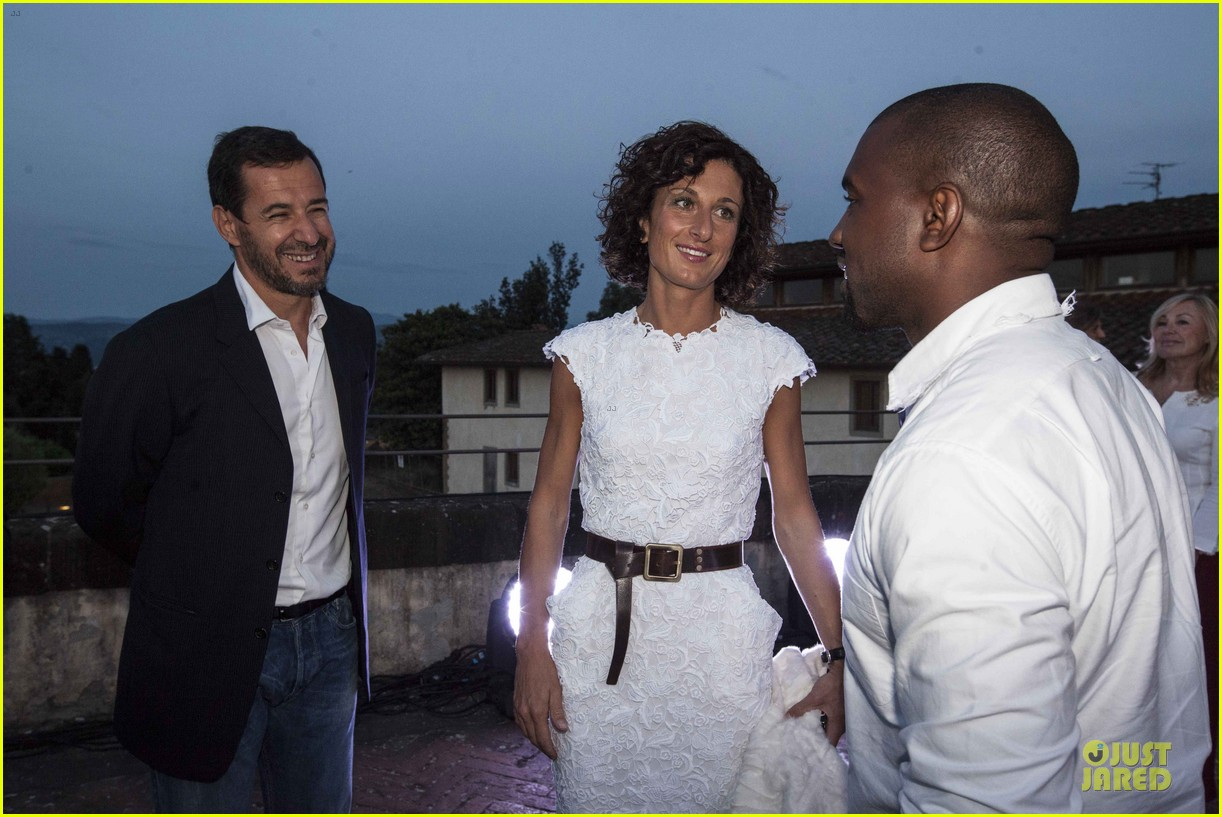kanye west annie leibovitz release joint statement on wedding photos 12