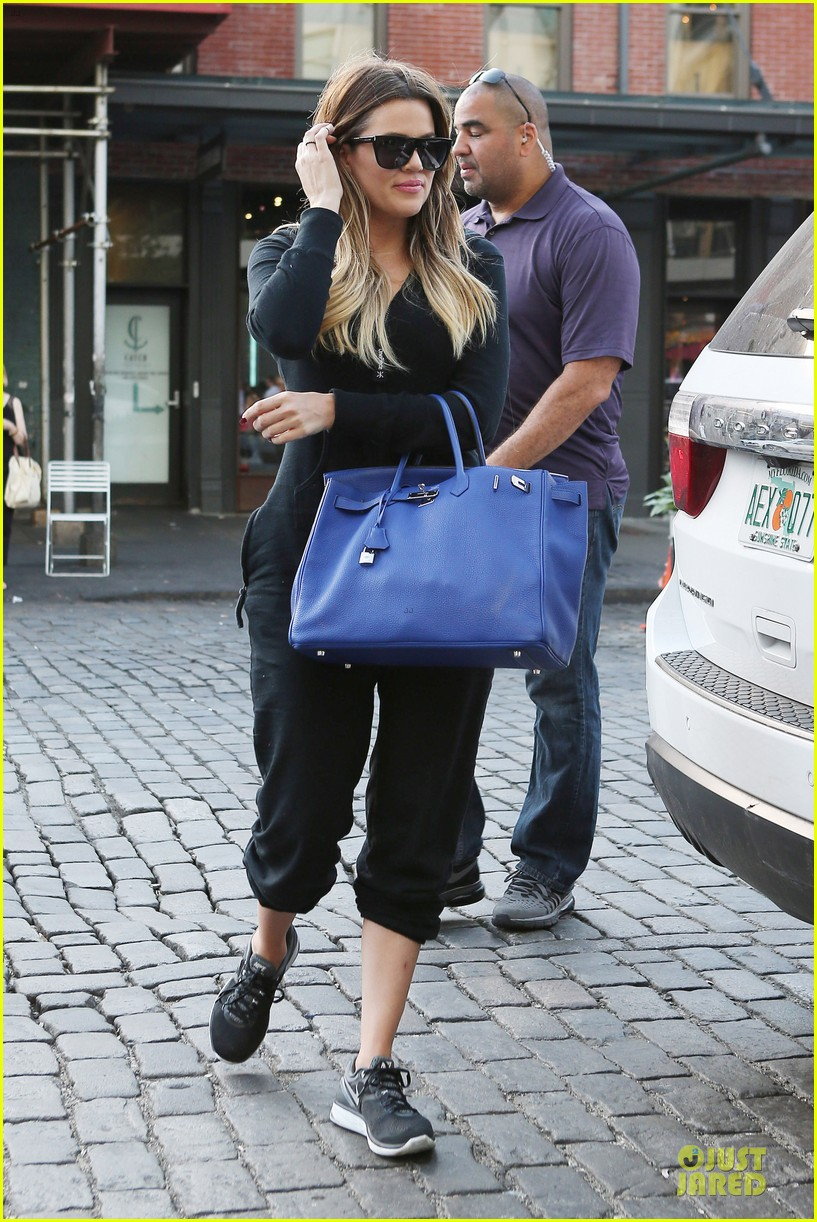 khloe kardashian gets jeep from french montana 07