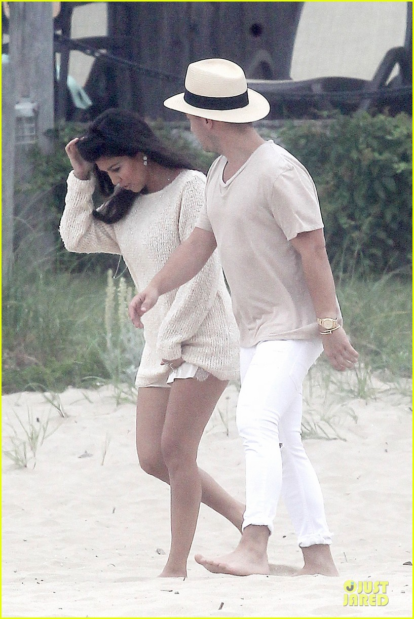 kim kardashian shops for north kourtney beach photoshoot 17