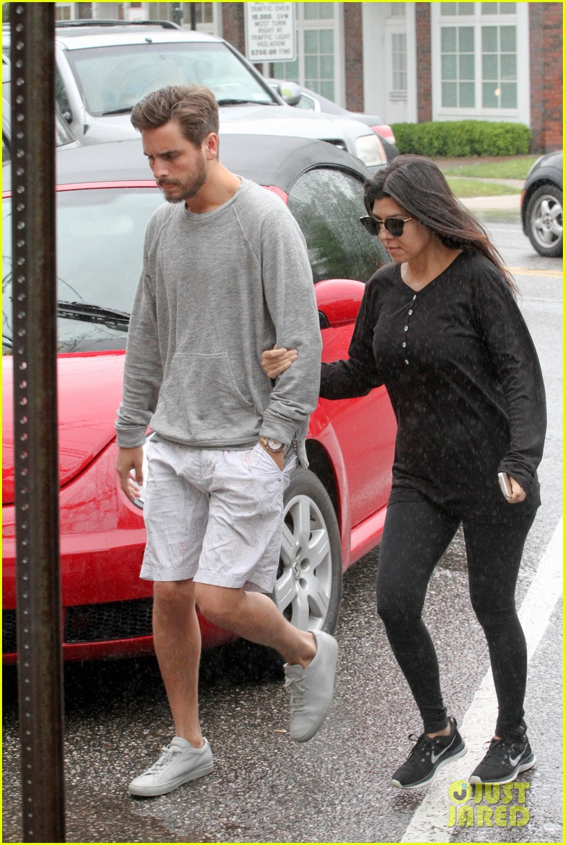 kourtney kardashian scott disick step out together after pregnancy news 08