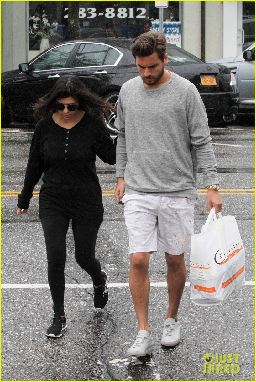 kourtney kardashian scott disick step out together after pregnancy news 153129001