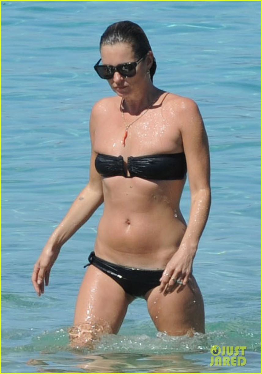 kate moss bikini bod soaking sun ibiza 05